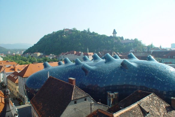 Kunsthaus Graz, Blase und Schlossberg Foto: Zepp-Cam. 2004/Graz, Austria